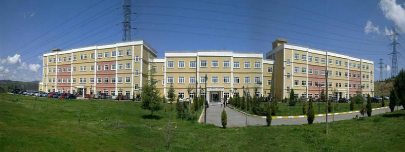Fizik, Kimya, Biyoloji, Matematik, Coğrafya ve Sanat Tarihi Bölümleri bu binalarımızdadır.